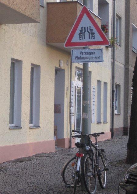Verengter Wohnungsmarkt - Warnschilder Gentrifizierung